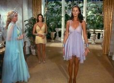 Diana, Drusilla, and Hippolyta Paradise Island dresses Lynda Carter, Vintage Beauty, Vintage Fashion, 1980s Pop Culture, Wander Woman, Pose Reference Photo, Bionic Woman, Justice League Wonder Woman, Foto Pose