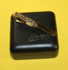 22 Carat Gold Tie Pin By Stratton in Original Presentation Case. Hand Engraved Design, Made in England. Ideal Gift for Him. Gold Tie, 22 Carat Gold, Lulu Guinness, Tie Pin, Hand Engraving, Men's Style, Gifts For Him, Gentleman, Presentation