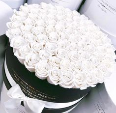 Image about white in Flower bomb🌹 by Moonlight dance – Gift Ideas Luxury Flowers, Pretty Flowers, Flower Bomb, My Flower, The Million Roses, White Roses, White Flowers, Arte Floral, Beautiful Roses