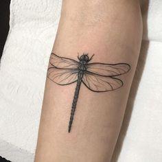 Most Beautiful 17 - Dragonfly Tattoos Key Tattoos, Body Art Tattoos, Small Tattoos, Sleeve Tattoos, Cool Tattoos, Compass Tattoo, Tattoo Creative, Small Dragonfly Tattoo, Dragonfly Drawing