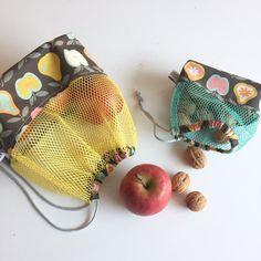Tuto: sewing a zero-waste bulk bag - Mars-ELLE- Tuto : coudre un sac à vrac zéro-déchet – Mars-ELLE Tuto: sewing a zero-waste bulk bag – Mars-ELLE - Sewing Tutorials, Sewing Crafts, Tutorial Sewing, Diy Makeup Bag, Produce Bags, Couture Sewing, Coin Couture, Purses And Bags, Coin Purse