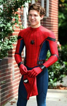 Tom Holland as Peter Parker with Spiderman: Homecoming Tom Holland Peter Parker, Tom Parker, Stark Tower, Marvel Dc, Tom Holand, Tommy Boy, Men's Toms, Mark Lee, Film Serie