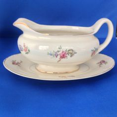 Homer Laughlin Eggshell Nautilus 'Priscilla' Floral Gravy Boat and Underplate