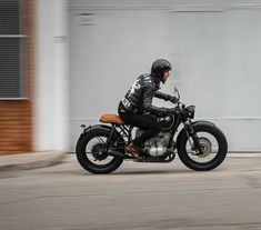 "1,527 Likes, 31 Comments - CAMSHAFT (@camshaft_motorcycle) on Instagram: ""Custom by @caferacerdreams #bmw #r100 #custom #bobber #bratstyle #scrambler #caferacer #motorcycle…"""