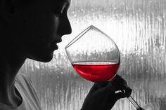 Homens são mais emocionais na hora de provar um bom vinho e mulheres mais racionais