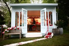Cath Kidston Coming Up Roses in Artisan Retreat at the 2013 RHS Chelsea Flower Show: I'll make room for this in my garden♡