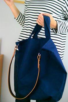 Eine schlichte Tasche, selbstgenäht aus mit Öl beschichteter Baumwolle, schlicht im Design und einfach genäht und inzwischen mein liebgewonnener praktischer Alltagsbegleiter.