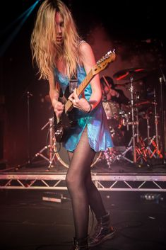 Wolf Alice singer, Ellie Rowsell, live on stage at the Junction in ...