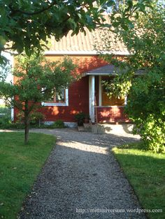 Raka kanter, skarpa gränser | Mitt Universum Back To The Future, Stone Tiles, Little Houses, Garden Paths, The Outsiders, Sidewalk, Farmhouse, Cottage, Plants