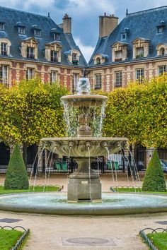 Place des Vosges - On our list of things to see in Paris for free and without entering any structure