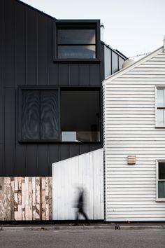 Acute House / Exterior