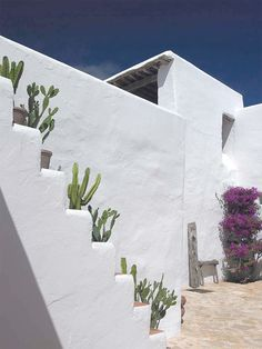 Can Vingut // Blakstad Ibiza style houses - casas ibicencas Mediterranean Architecture, Mediterranean Homes, Spanish House, Spanish Style, Hotel Am Meer, Design Exterior, Adobe House, Desert Homes, My Dream Home