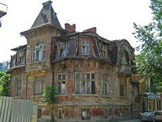 Изоставена къща на ул. Ген. Паренсов Русе 2007 г. An abandoned house Gen. Parensov str. Ruse Bulgaria