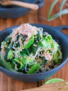 包丁いらず『うま塩だれ de キャベツとわかめの春雨サラダ』 by Yuu 「写真がきれい」×「つくりやすい」×「美味しい」お料理と出会えるレシピサイト「Nadia | ナディア」プロの料理を無料で検索。実用的な節約簡単レシピからおもてなしレシピまで。有名レシピブロガーの料理動画も満載!お気に入りのレシピが保存できるSNS。