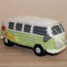 ao with / vw. bus trailer amigurumi Plus Crochet Car, Crochet Amigurumi, Crochet For Boys, Amigurumi Doll, Crochet Crafts, Crochet Dolls, Yarn Crafts, Crochet Projects, Crocheted Toys
