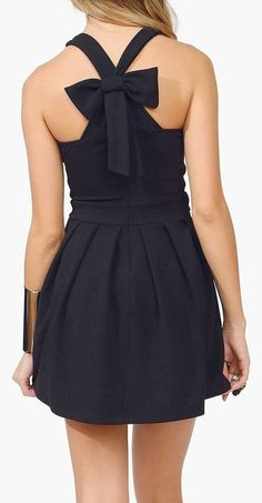 Adorable for Mediterranean cruises, and island hopping. Lends to sandals or heels. Bow Back Dress ღ