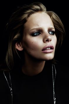 Marloes Horst Was Shot By Billy The Kidd For Oyster Magazine, love the contrast of light on the face with blk behind Beauty Photography, Portrait Photography, Fashion Photography, Color Photography, People Photography, Editorial Photography, Photography Ideas, Billy Kid, Beauty Make Up