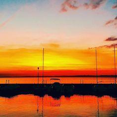 #Repost @bozz_m  È quasi impossibile guardare un tramonto e non sognare. (cit. B. Thompson) #lakegardaphotography #gardaconcierge #LakeGarda #photoGC #autumn #gardasee #lagodigarda #instagarda #gardaoutdoors #fotolaghiditalia #igersverona #lifegarda #lovelygarda #gardamio #ohmygarda #gardaveneto #gardaveneto #lazise #tramontisulgarda #sky #landscapelove #noclouds #panorama #sunset #igersveneto #igersitalia #beautifulview #amazingview