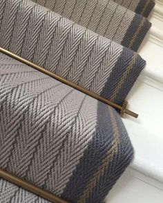 Bespoke Claire Border - Lt Grey, Graphite, Mushroom Our beautiful bespoke flatweave stairrunner in Claire Border in Graphite, Light Grey and Mushroom with antique brass stair rods. This is definitely one of our favourite bespoke creations. Victorian Hallway, Victorian Front Garden, Flur Design, Hallway Inspiration, Hallway Designs, Hallway Ideas, Stair Rods, Stair Carpet Rods, House Stairs