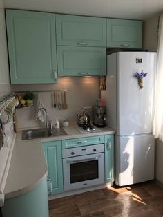 Ideas for small kitchen remodel cabinets floors Luxury Kitchens, Kitchen Design Open, Kitchen Remodel Small, Kitchen Design Small, Tiny Kitchen Design, Kitchen Cabinet Remodel, Kitchen Remodel, Tiny Kitchen, Small Apartment Kitchen
