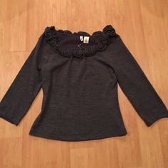 Anthropologie Moth gray cropped sweater Anthropologie Moth gray cropped sweater in Medium. So cute!! Anthropologie Sweaters Crew & Scoop Necks