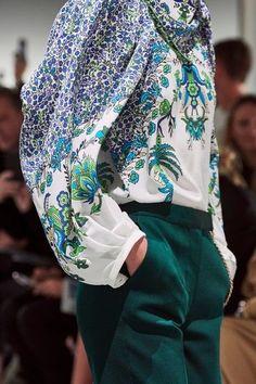 Grey Fashion, Fashion Show, Fashion Outfits, Women's Fashion, Fashion Women, Fashion Design, Fashion Trends, Givenchy, Vogue Paris