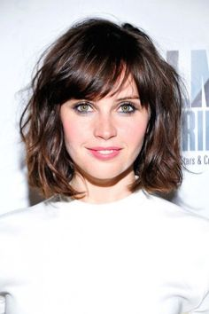 Wavy Bob Hairstyles With Bangs 2018 - All About Style Rhempreendimentos. Short Wavy Hairstyles For Women, Short Haircuts With Bangs, Wavy Bob Hairstyles, Haircut For Thick Hair, Pixie Haircut, Curly Haircuts, Short Side Bangs, Short Wavy Bob, Gorgeous Hairstyles