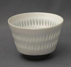 Arabia, rice grain porcelain. Design, Friedl Kjellberg.  Height 6 cm, diameter 8,8 cm, weight 96 g.