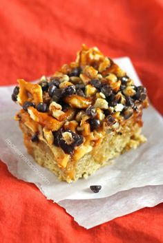A layer of oatmeal cookie is topped with caramel, apples, chocolate chips, pretzel pieces and pecans to create these decadent caramel apple cookie bars. Apple Desserts, Cookie Desserts, Cookie Bars, Just Desserts, Bar Cookies, Delicious Cookie Recipes, Yummy Treats, Sweet Treats, Dessert Recipes