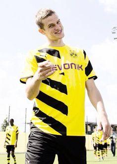 I love his smile! BVB  Sven Bender Sven Bender, Lars Bender, Michael Ballack, Football Boyfriend, I Love Him, My Love, German Boys, My Man, Twins
