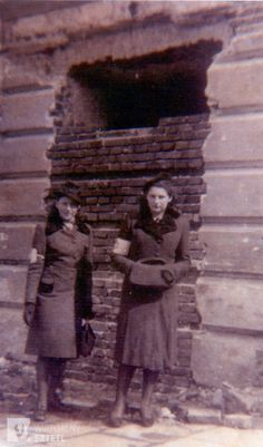 Ruth Cohen (right), Krakov Ghetto, 1941, Poland