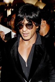Shah Rukh Khan spotted at the airport as they returned from Vancouver after the TOIFA awards ceremony.