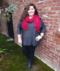 how to dress over 40 | Jacqueline wears a tunic top with leggings
