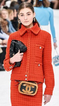 Chanel Fashion Show 2019 Chanel Fashion, Vogue Fashion, Fashion Pants, Look Fashion, Couture Fashion, Fashion Show, Womens Fashion, Fashion Stores, Estilo Coco Chanel