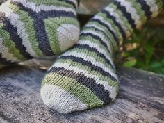 Ravelry: Geek Socks pattern by Wei S. Leong Stitch Patterns, Knitting Patterns, Yarn Stash, Knitting Socks, Knit Socks, Stockinette, Knit Crochet, Geek Stuff, Stripes