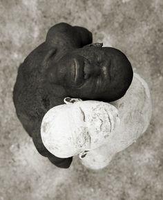 (…) la realidad es más real en blanco y negro…(The reality is more real in black and white). Octavio Paz.