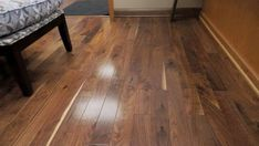 Verlegen Des Holzfussbodens Im Badezimmer In 2020 Engineered Wood Floors Wood Floor Bathroom Engineered Wood