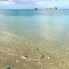 海中道路と橋を経由して浜比嘉島の浜辺に近くに素敵なホテルもあります天然のビーチで人も少ないです #沖縄 #浜比嘉島 #ビーチ #okinawa #hamahigaisland #beach