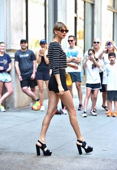 Taylor rocked the streets of New York City in a three-quarter sleeve crop top, a pair of short shorts, and serious heels. Her bright yellow purse added the perfect pop of color.
