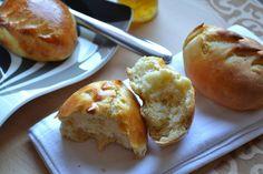 Le weekend nous aimons manger des pancakes ou des brioches. Pour changer j'ai décidé de faire des petits pains au lait ... mais que je cuirais le matin lors de notre réveil !!!!! Qui n'a pas rêvé de déguster des petits pains tout frais tout chaud au saut...