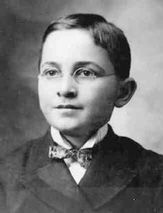 This image shows Harry Truman at age 13 with the glasses he wore as a boy.  The photograph was taken about 1897.  Note the fairly standard suit with a high collar.  Also note the bow tie.
