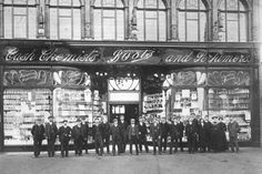Boots staff pose outside the new Pelham Street shop Old Photos, Vintage Photos, Nottingham Uk, Local History, Family History, New Britain, History Of England, Old Buildings, Derbyshire