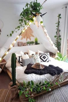 Bohemian Bedroom Decor And Bed Design Ideas bohemian party decor boho chic Gorgeous Home Bohemian Home Décor for Every Single Room Dream Rooms, Dream Bedroom, Home Bedroom, Garden Bedroom, Tent Bedroom, Camping Bedroom, Nature Bedroom, Bedroom Girls, Budget Bedroom