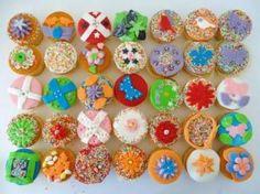 """Workshop """"cupcakes decoreren met fondant"""" of wel """"eetbare klei"""". Prachtig materiaal om kinderen en hun fijne motoriek uit te dagen. Verzorgd door de Knutselkantine.nl"""