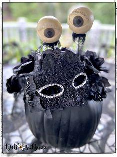 Masked, eye-popping black pumpkin decor Spooky House, Halloween House, Spooky Halloween, Halloween 2020, Skeleton Decorations, Scary Halloween Decorations, Halloween Themes, Old Fashioned Candy, Black Pumpkin