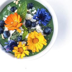 Last day of September and I'm throwing it back to this pretty smoothie bowl. I'm in denial Summer is over...