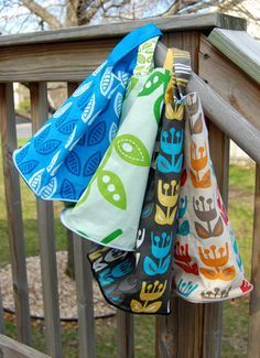 Wallet-to-Tote On the Go ~ Tutorial « Sew,Mama,Sew! Blog  Think of a fabric grocery bag that is folded within itself and zipped up - this is it.