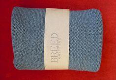 Un cache-cou en laine c'est pratique, c'est chaud et en plus c'est beau! ( psssst ça aussi c'est en rabais sur la boutique en ligne!) www.breedknitting.com/tricotesserre