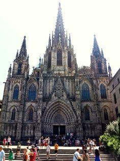 Visite Catedral de Barcelona in Barcelona, Cataluña. La Catedral fue muy interesante. La arquitectura de la catedral fue increíble.