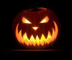 Creative & Easy Pumpkin Carving iDeas Make Your Happy Halloween Disney Pumpkin Carving, Scary Pumpkin Carving, Halloween Pumpkin Carving Stencils, Scary Halloween Pumpkins, Fröhliches Halloween, Pumpkin Carving Templates, Pumpkin Carvings, Carving Pumpkins, Halloween Pictures